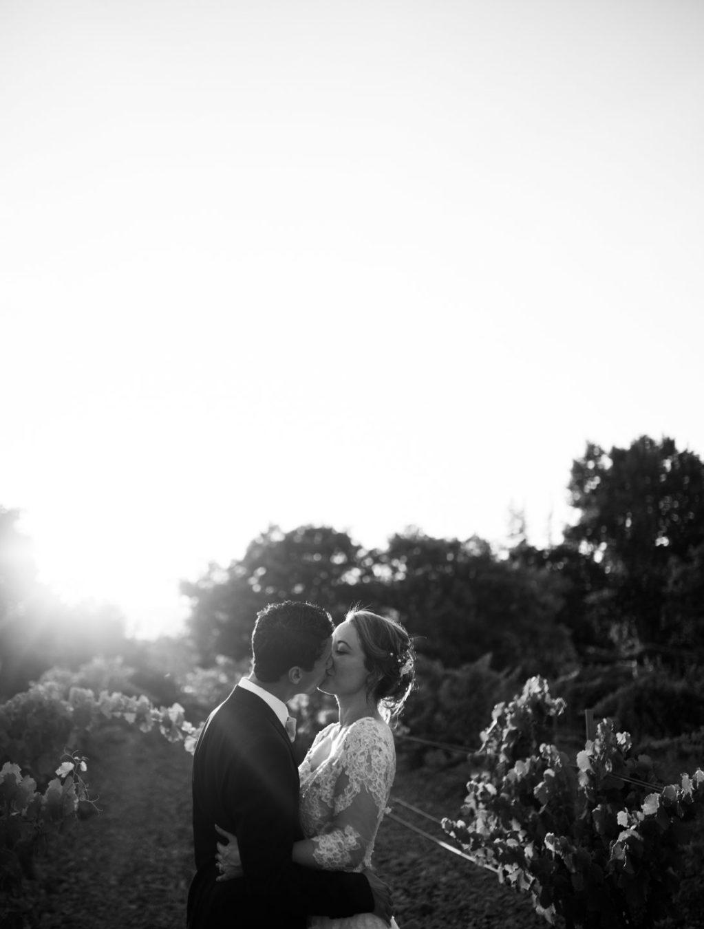 séance photo au mas du lingousto pour un mariage à cuers