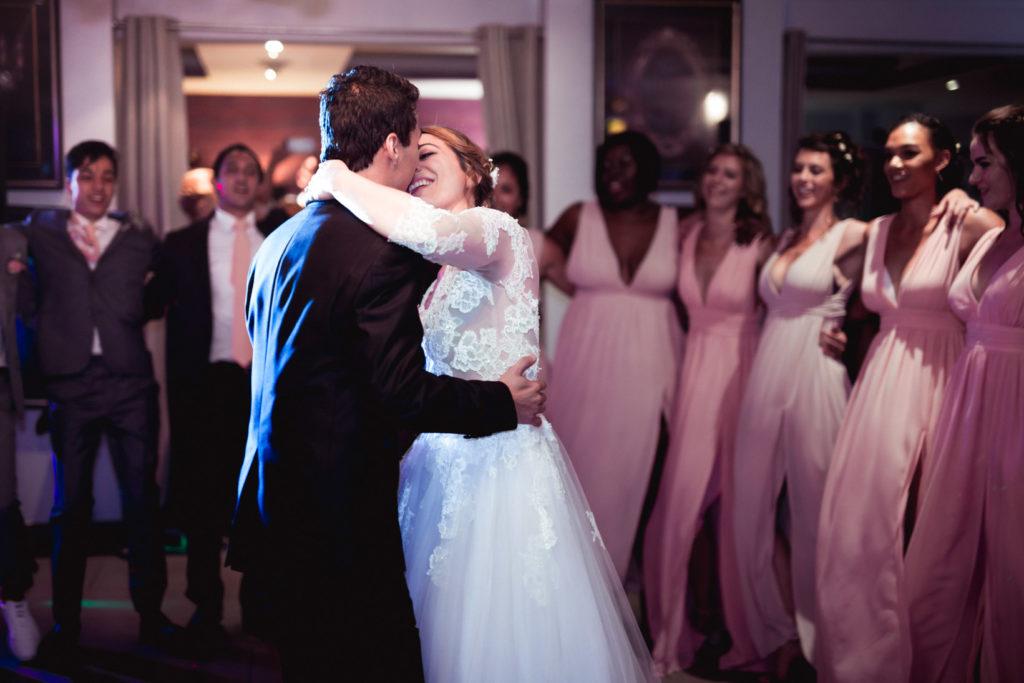 première danse des mariés dans la salle du mas du lingousto à cuers