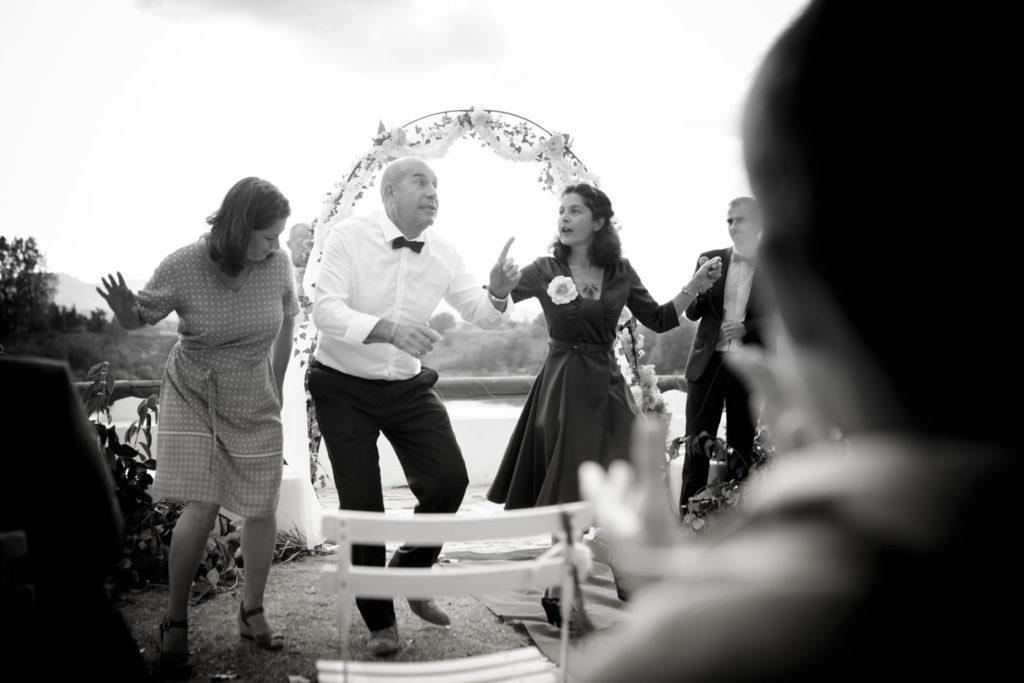 danseurs pendant une cérémonie de mariage