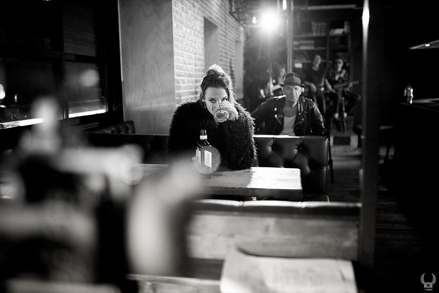 Making dans le corsair pub pendant le tournage d'un clip de musique à toulon pour raoul petite