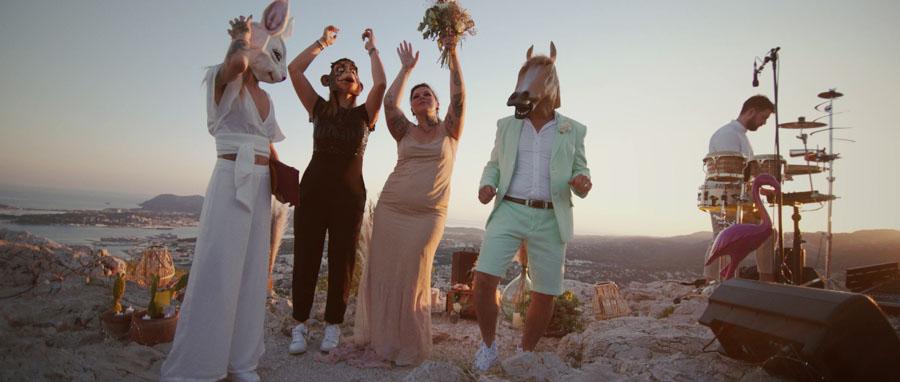 Vidéaste Mariage Toulon Var Provence fête atypique avec masque de cheval