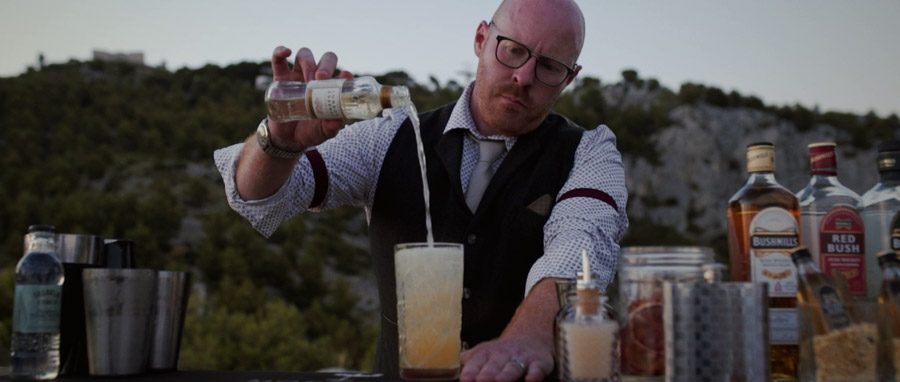 Film de Mariage rock et atypique avec Monsieur Cocktail sur le faron