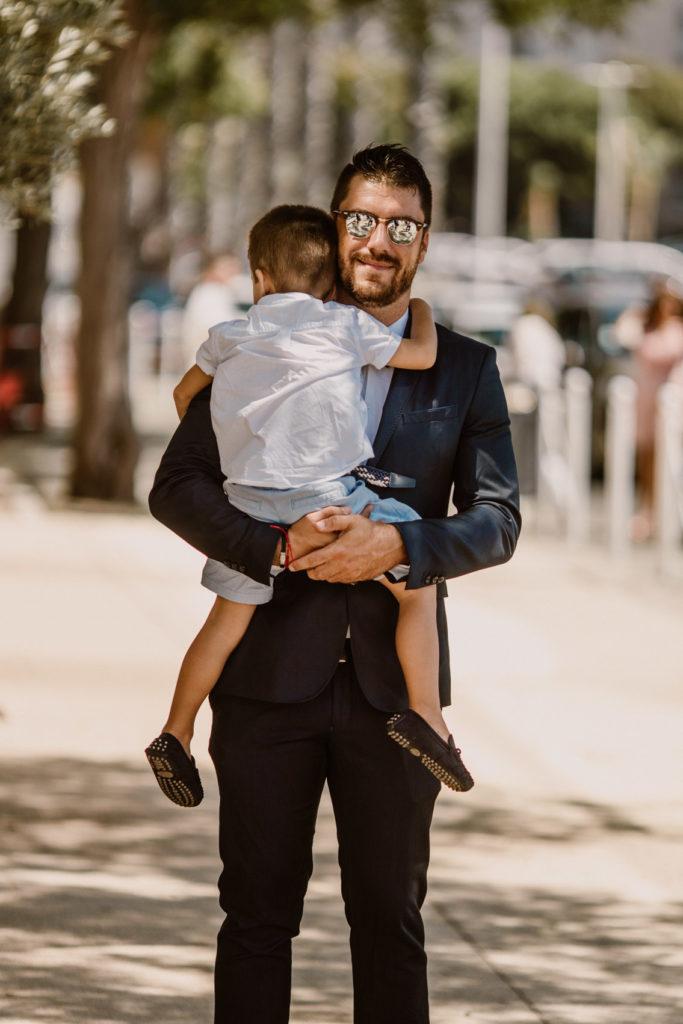 Photo d'un invité et son fils à un mariage au Port Marchand de Toulon