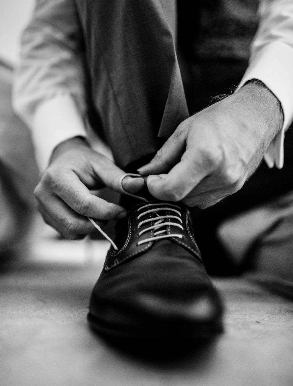 préparation du marié pour son mariage à montrieux le vieux