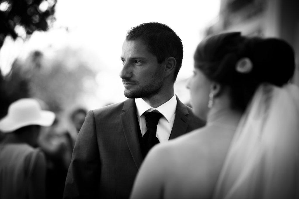 portrait de mariage à Montrieux le Vieux en noir et blanc