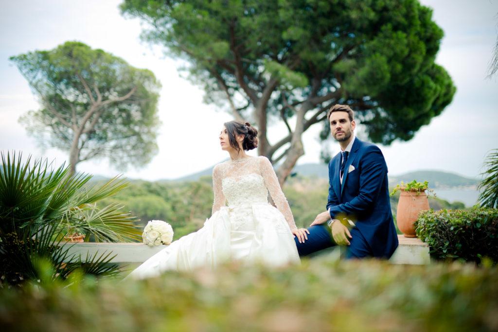 séance couple lors d'un mariage aux pins penchés à toulon