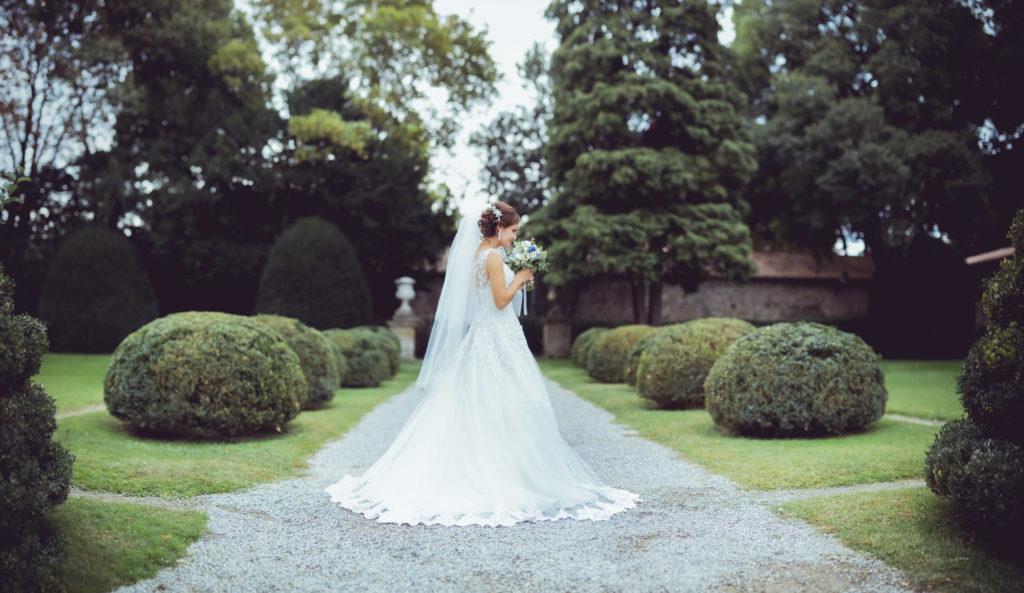 séance photo avec la mariée au pavillon vendome à aix en provence