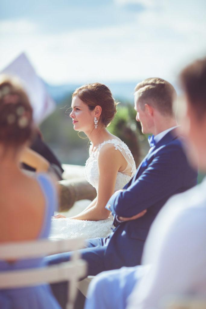 portrait de la mariée leur de la cérémonie extérieur de son mariage sur la presqu'île de réal plantain