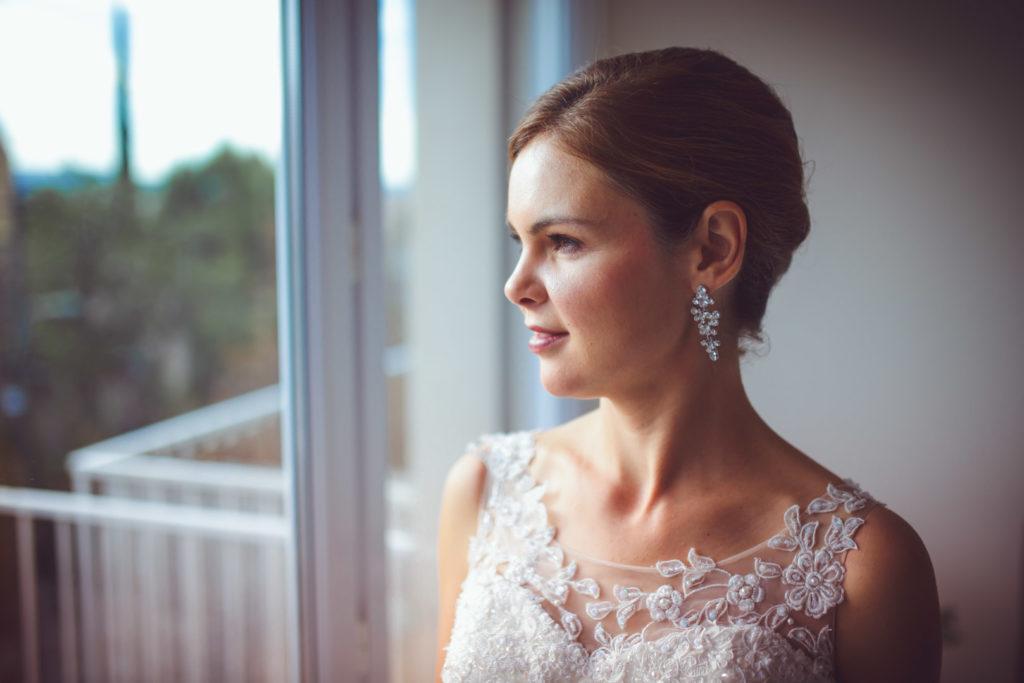 la mariée est prête après sa préparation