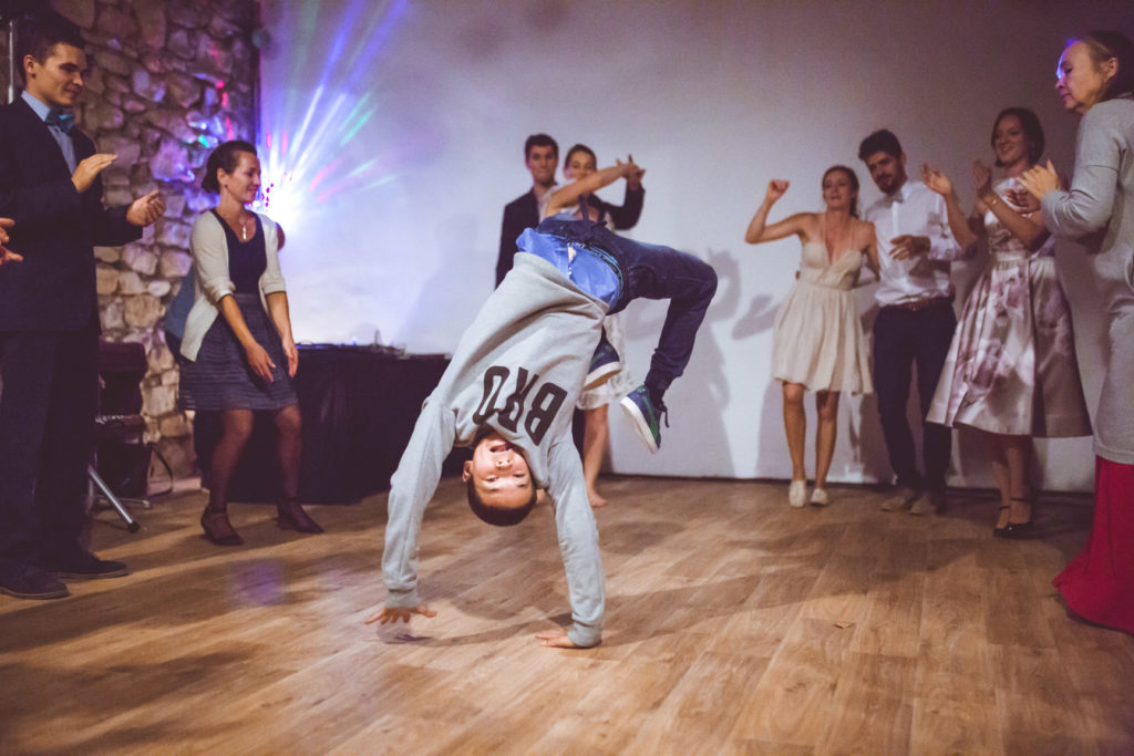 breakdance dans la salle de mariage de la presqu'île de real plantain