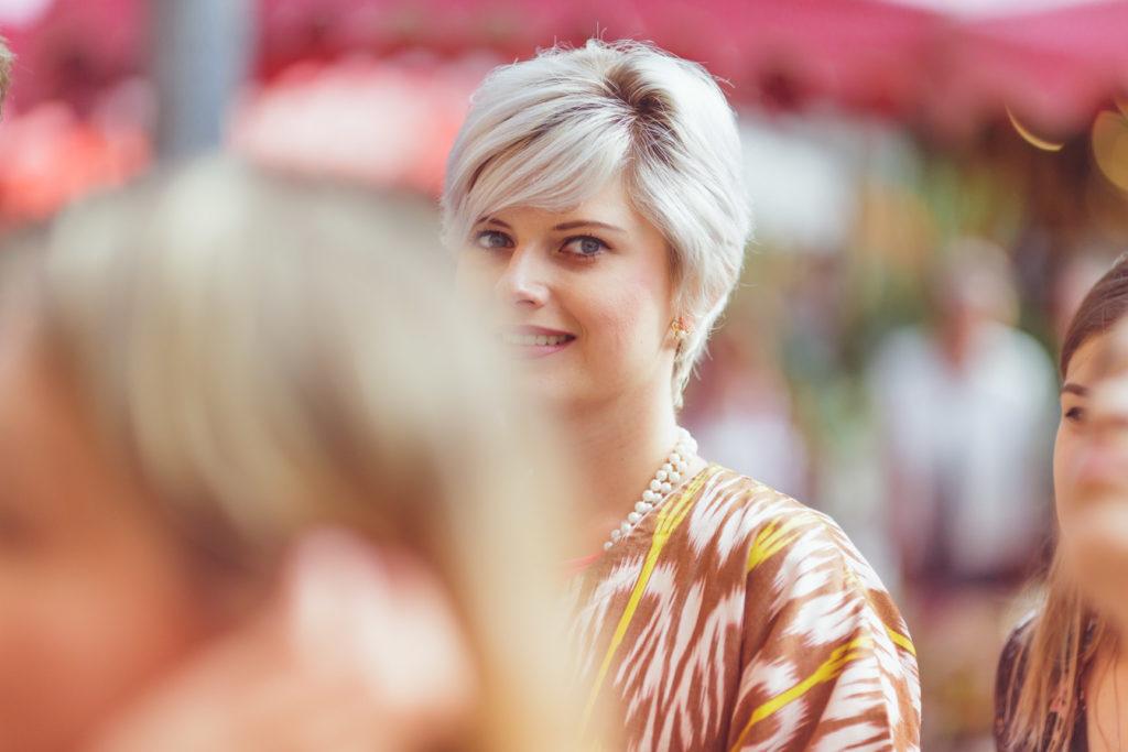photo portrait d'une des témoins du mariage à aix en provence