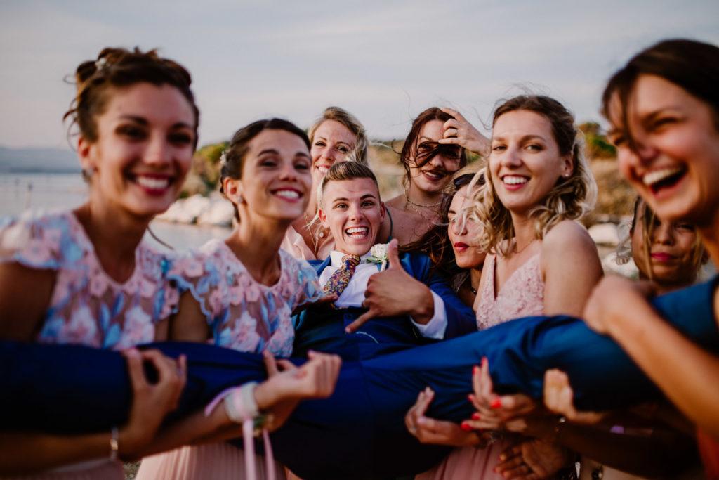 photo fun de mariage à six-fours avec les témoins