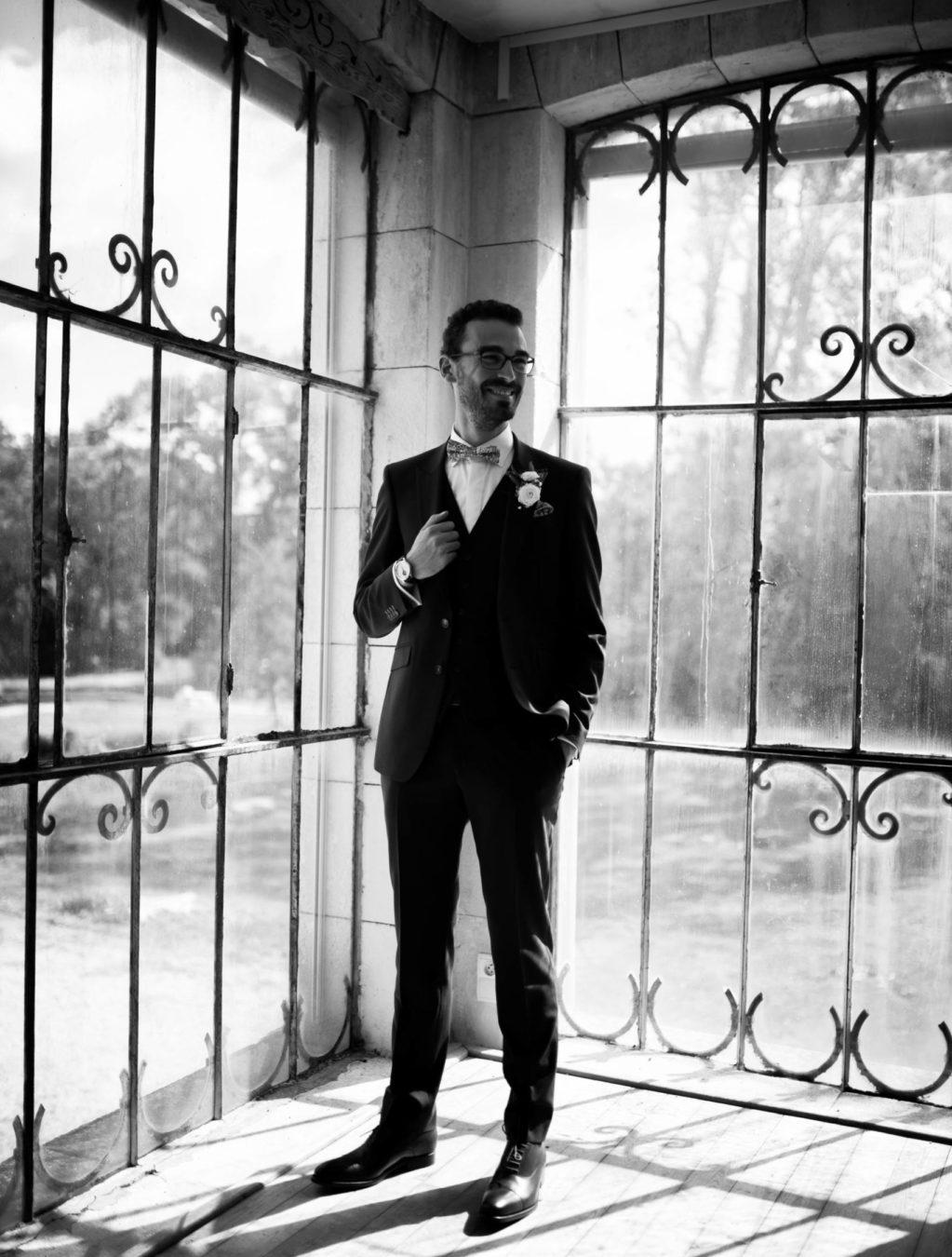 costume de marié pour un mariage en provence