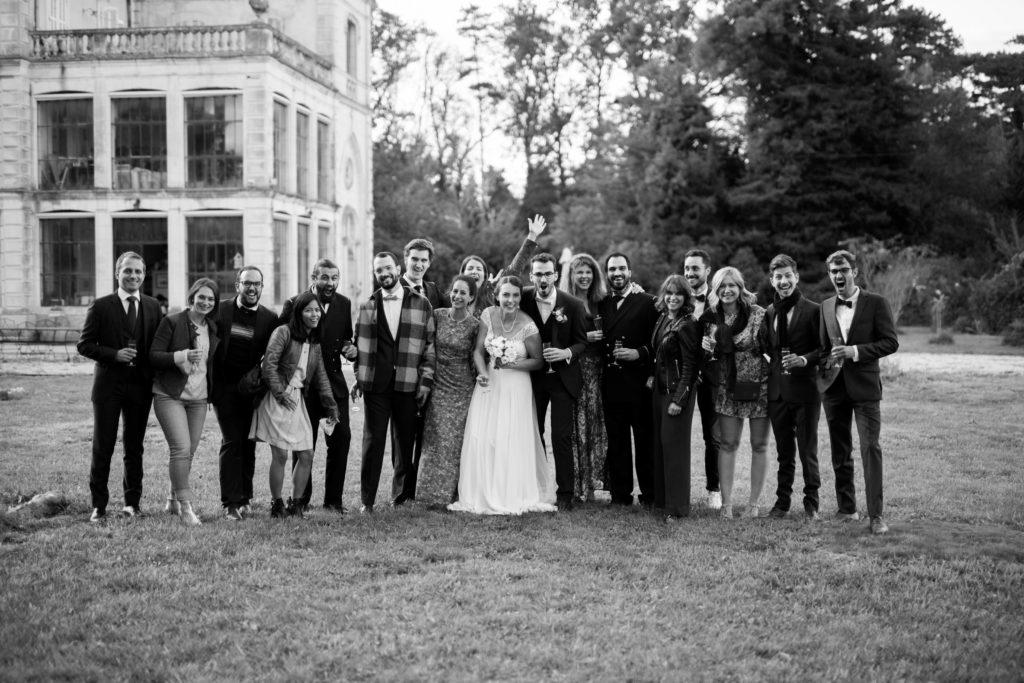 photo de groupe lors d'un mariage en provence