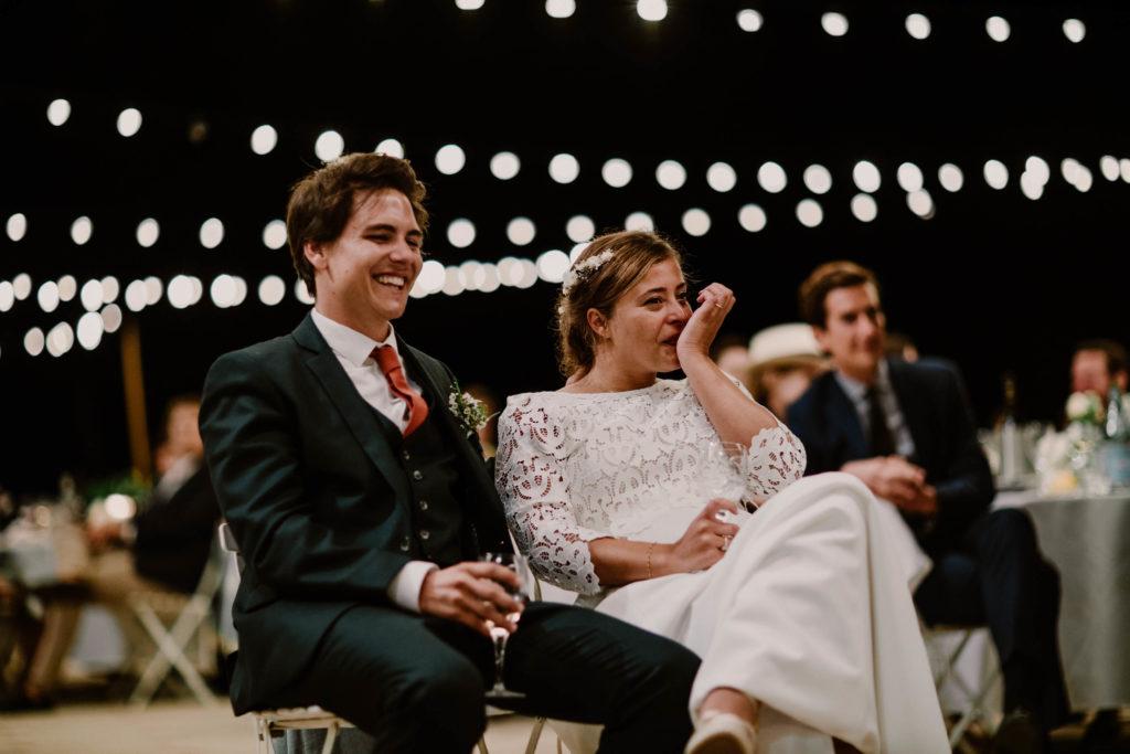 l'émotion se lit sur le visage de la mariée