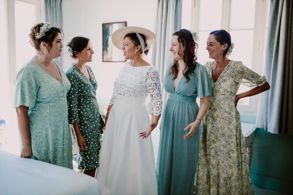 la mariée et ses témoins sont prêtes pour un mariage à nice
