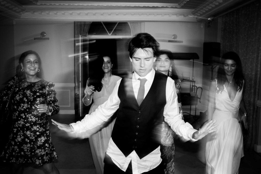 la danse du marié lors de son mariage au mont leuze